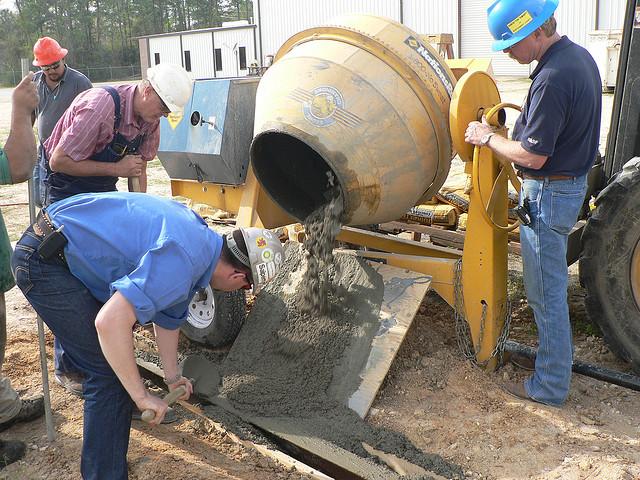Betonování s pomocí míchačky na beton