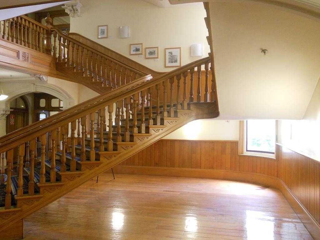 Tří-ramenné schodiště dřevěné