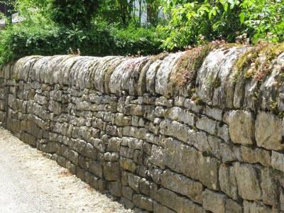 Zeď z kamene