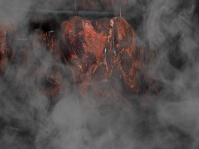 Uzené maso v udírně