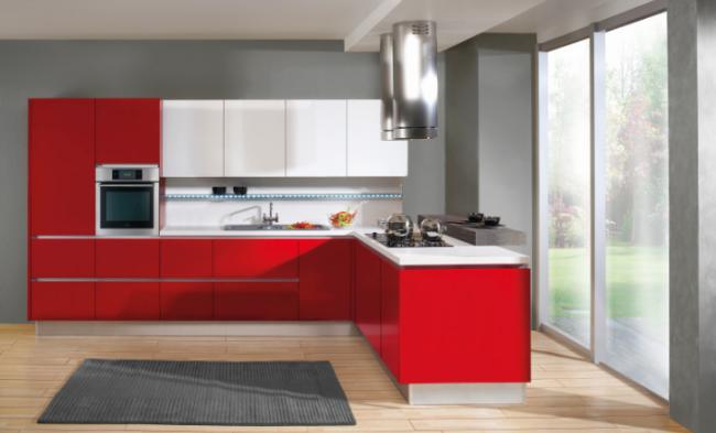 Červeno-bílá kuchyně