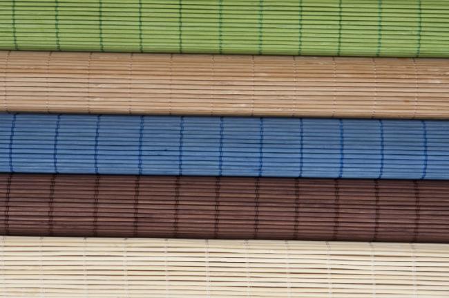 Bambusové rohože různých barev