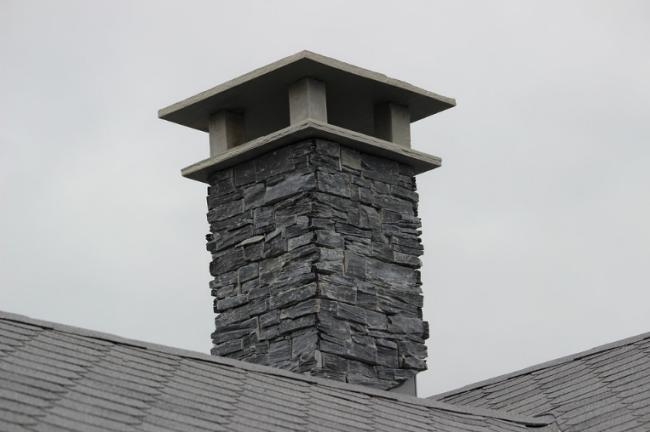 Obložený komín kamenem