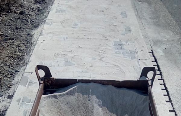 Pískování spár zámkové dlažby